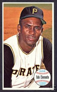 1964 Topps Giants #11 Roberto Clemente  (Pirates Hall-of-Famer) Baseball cards value