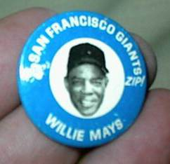 1969 Kelly's Potato Chips Pins #12 Willie Mays Baseball cards value