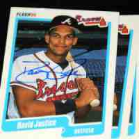 1990 Fleer #586 David Justice ROOKIE AUTOGRAPHED (Braves) Baseball cards value