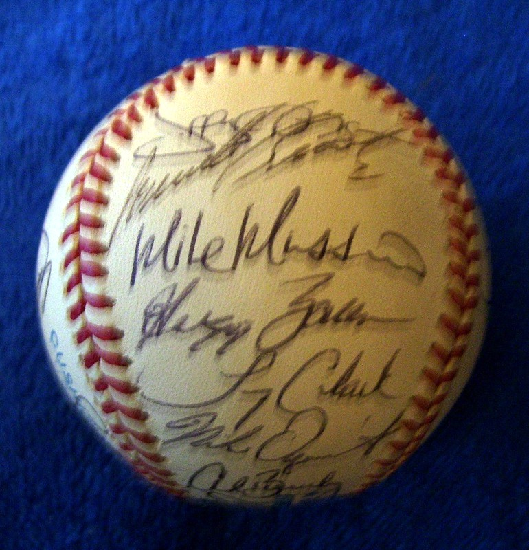 1995 Orioles - Team Signed/AUTOGRAPHED baseball [#ed6-06] w/23 Signatures Baseball cards value