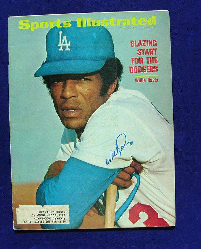 Willie Davis - AUTOGRAPHED 1972 SPORTS ILLUSTRATED (Dodgers,deceased) Baseball cards value