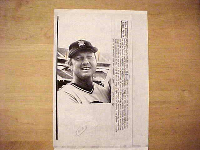 WIREPHOTO: Al Kaline - {12/16/79} 'Sure Thing' (Tigers) Baseball cards value