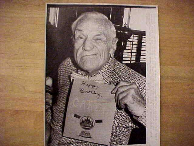 WIREPHOTO: Casey Stengel - {07/30/74} 'Gotta Catch A Plane' (Yankees/Mets) Baseball cards value