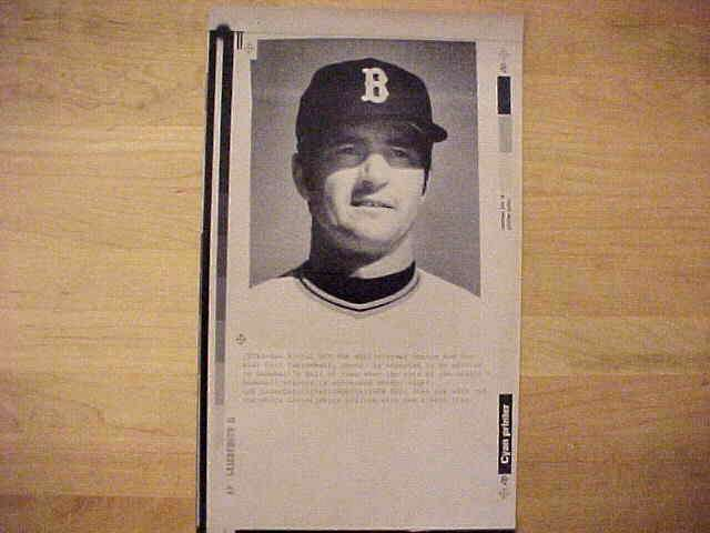 WIREPHOTO: Carl Yastrzemski - {01/09/89} 'Yaz Set For Hall?' (Red Sox) Baseball cards value