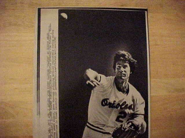WIREPHOTO: Jim Palmer - {04/02/80} 'The Form Appears' (Orioles) Baseball cards value