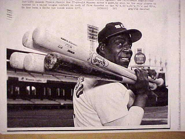 WIREPHOTO: Minnie Minoso - {10/03/80} 'Five Decades #2' (White Sox) Baseball cards value