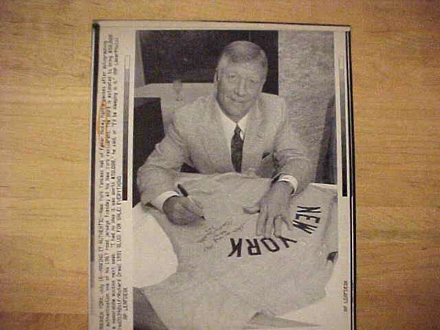 WIREPHOTO: Mickey Mantle - {07/16/91} 'Making It Authentic' (Yankees) Baseball cards value