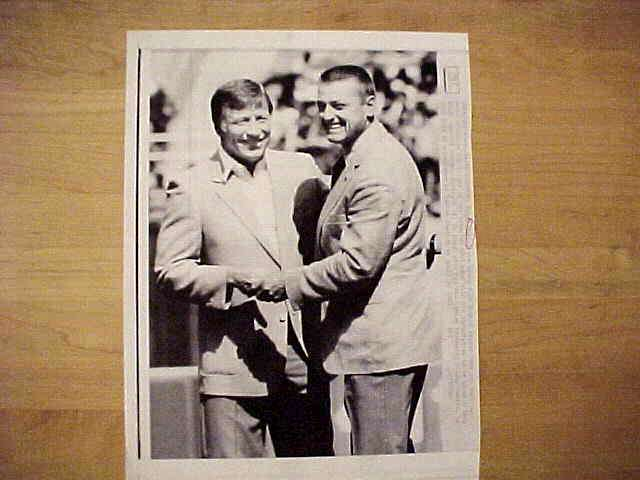WIREPHOTO: Mickey Mantle - {12/14/85} 'Reunited' (Yankees) Baseball cards value