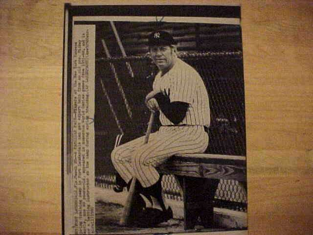 WIREPHOTO: Mickey Mantle - {03/20/80} 'A Familiar Face' (Yankees) Baseball cards value