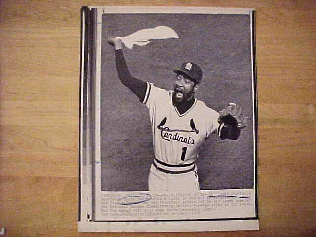 WIREPHOTO: Ozzie Smith - {10/13/87} 'The Happiness Of Oz' (Cardinals) Baseball cards value