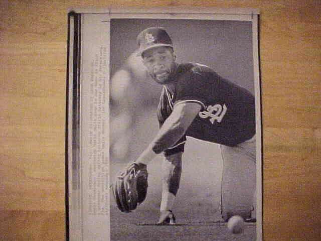 WIREPHOTO: Ozzie Smith - {03/24/90} 'Making It Look Easy' (Cardinals) Baseball cards value