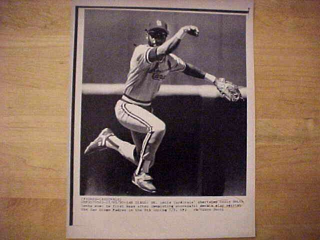 WIREPHOTO: Ozzie Smith - {07/05/90} 'Doubling Up' (Cardinals) Baseball cards value