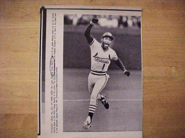 WIREPHOTO: Ozzie Smith - {10/14/85} 'Game Hero' (Cardinals) Baseball cards value
