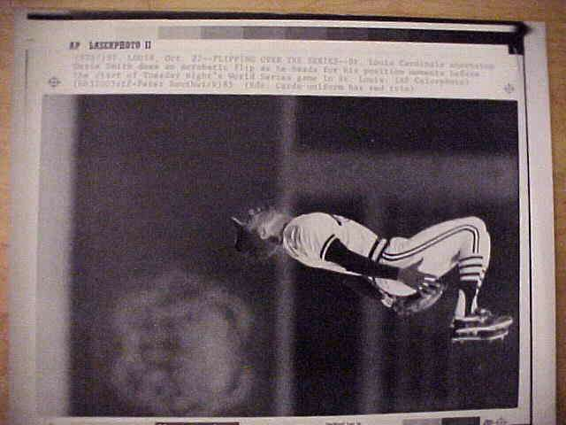 WIREPHOTO: Ozzie Smith - {10/22/85} 'Flipping Over The Series' (Cardinals) Baseball cards value