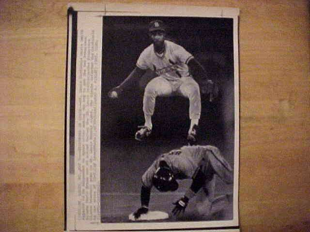 WIREPHOTO: Ozzie Smith - {05/05/87} 'Suspended In Space' (Cardinals) Baseball cards value
