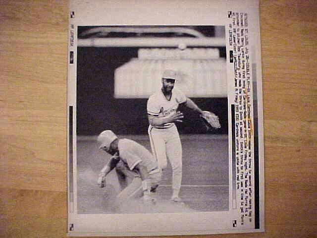 WIREPHOTO: Ozzie Smith - {07/26/91} 'Double Play' (Cardinals) Baseball cards value