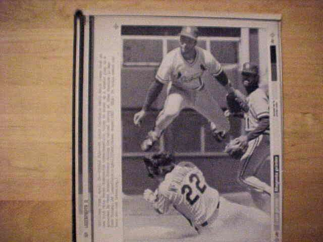 WIREPHOTO: Ozzie Smith - {04/26/87} 'Double Play II' (Cardinals) Baseball cards value