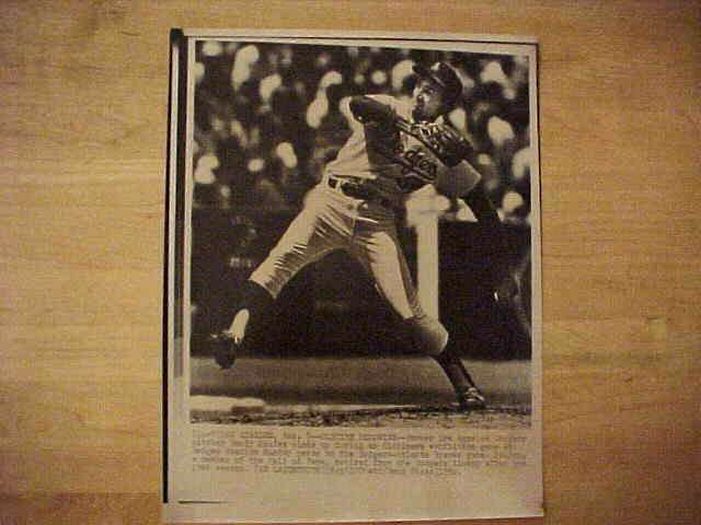 WIREPHOTO: Sandy Koufax - {08/09/82} 'Old Time Memories' (Dodgers) Baseball cards value
