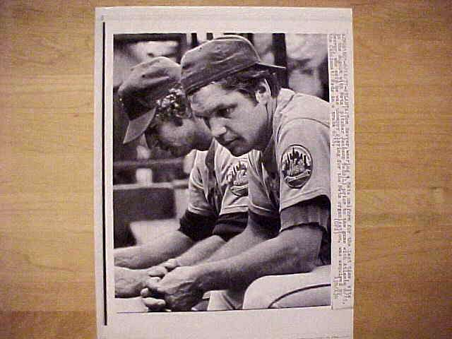 WIREPHOTO: Tom Seaver - {06/16/77} 'Gotta Go' (Mets) Baseball cards value