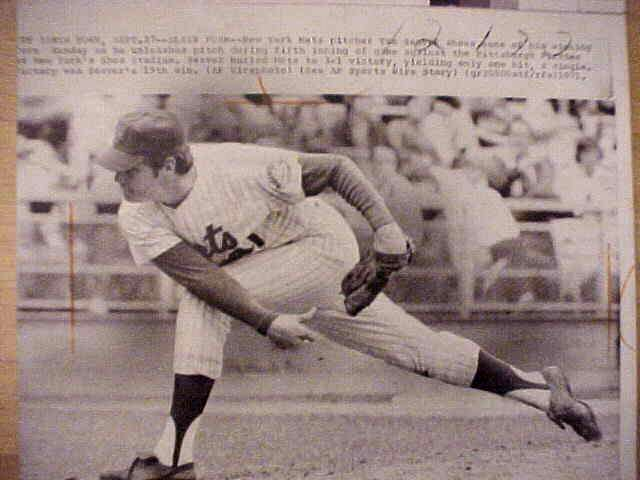 WIREPHOTO: Tom Seaver - {09/27/71} 'Sleek Form' (Mets) Baseball cards value