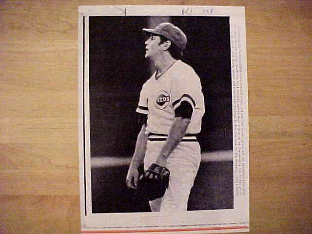 WIREPHOTO: Tom Seaver - {06/25/77} 'Not His Night' (Reds) Baseball cards value