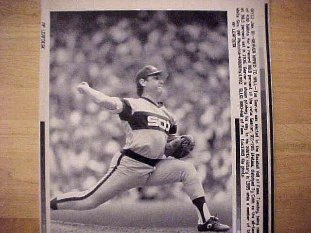 WIREPHOTO: Tom Seaver - {01/08/92} 'Seaver Named To Hall' (White Sox) Baseball cards value