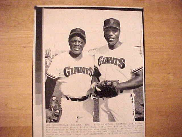 WIREPHOTO: Willie Mays - {03/04/86} 'Old Friends Together Again' (Giants) Baseball cards value
