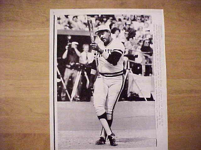 WIREPHOTO: Willie Stargell - {04/17/82} 'Tied Up In Knots' (Pirates) Baseball cards value