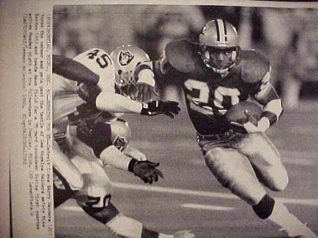 WIREPHOTO: Barry Sanders - {12/10/90} 'Running For TD' (Lions) Football cards value
