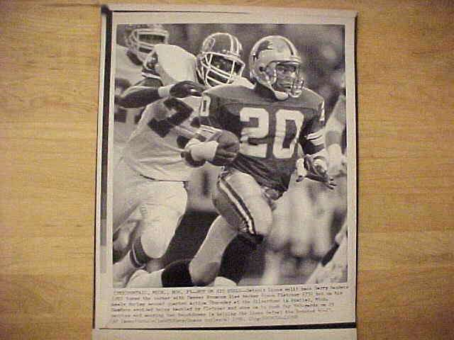 WIREPHOTO: Barry Sanders - {11/23/90} 'Hot On His Heels' (Lions) Football cards value