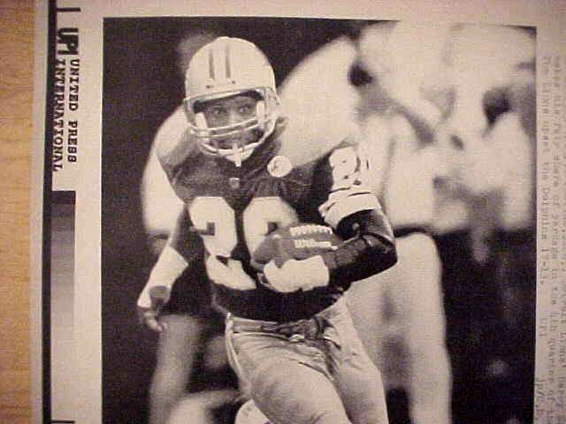 WIREPHOTO: Barry Sanders - {09/15/91} 'Flying High' (Lions) Football cards value