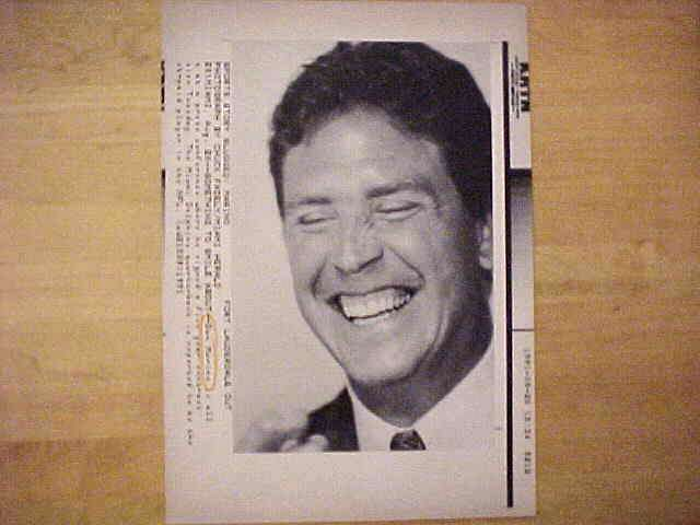 WIREPHOTO: Dan Marino - {08/20/91} 'Something To Smile About' (Dolphins) Football cards value