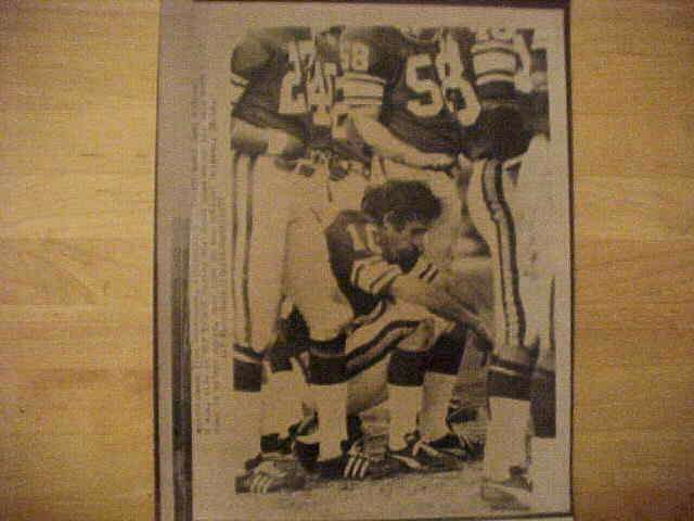 WIREPHOTO: Fran Tarkenton - {01/30/77} 'It's Over' (Vikings) Football cards value
