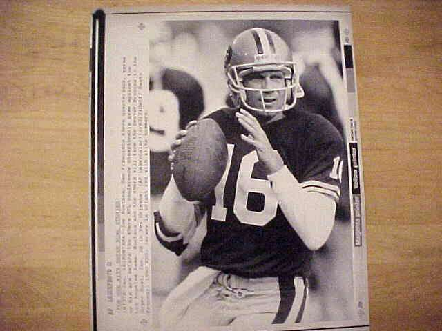 WIREPHOTO: Joe Montana - {01/19/90} 'Getting Ready' (49ers) Football cards value