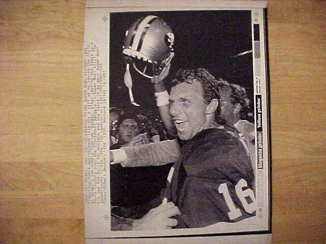 WIREPHOTO: Joe Montana - {01/23/89} 'Celebrates Third Super Bowl Victory' ( Football cards value