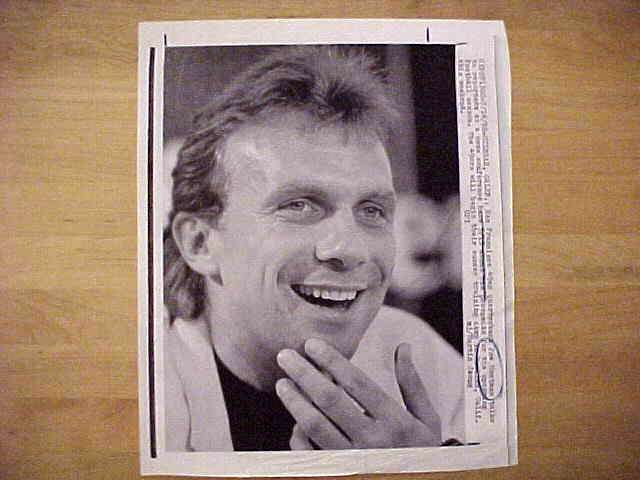 WIREPHOTO: Joe Montana - {07/14/88} 'A Happy Guy' (49ers) Football cards value