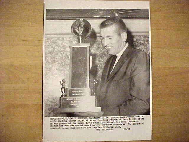 WIREPHOTO: Johnny Unitas - {01/07/65} 'Awarded' (Colts) Football cards value