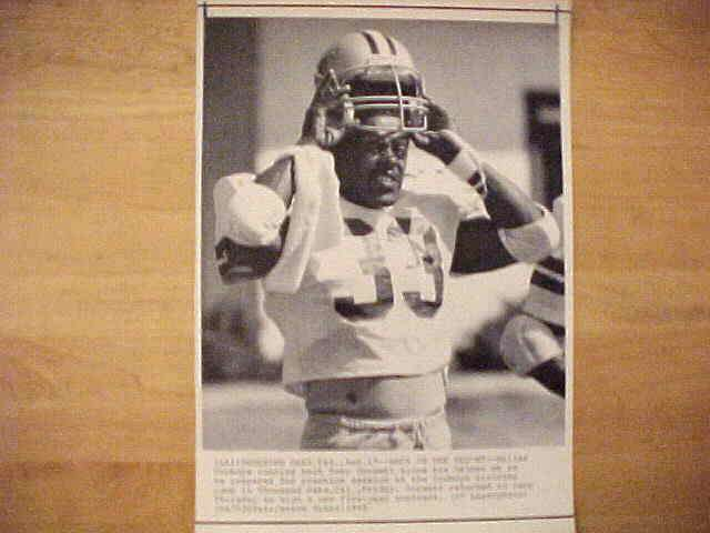 WIREPHOTO: Tony Dorsett - {08/17/85} 'Back In The Helmet' (Cowboys) Football cards value
