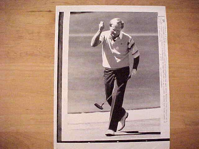 WIREPHOTO {Golf}: Jack Nicklaus - {04/08/90} 'It's In' Golf cards value