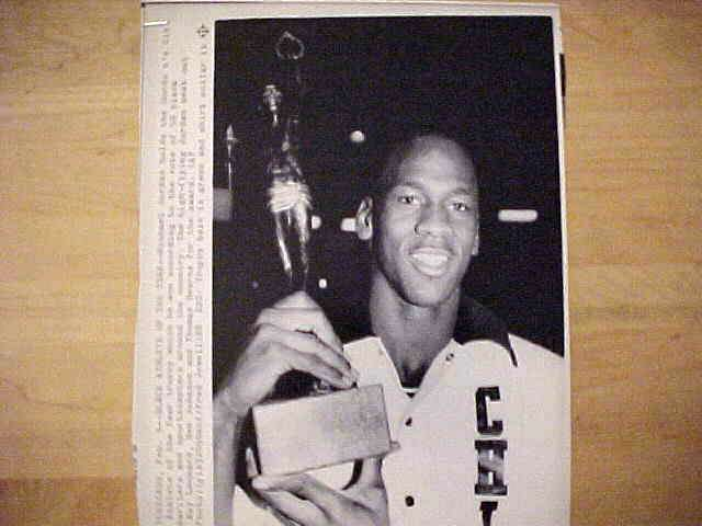 WIREPHOTO: Michael Jordan - {02/09/88} 'Black Athlete Of The Year' (Bulls) Basketball cards value