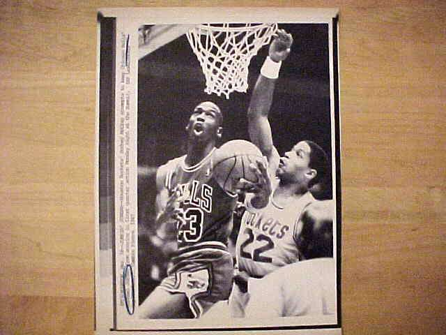 WIREPHOTO: Michael Jordan - {03/16/87} 'Jumpin' Jordan' (Bulls) Basketball cards value