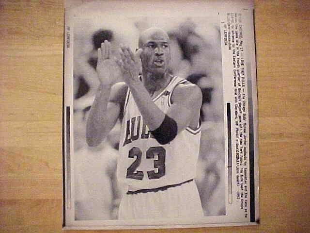 WIREPHOTO: Michael Jordan - {05/17/92} 'Love Them Bulls' (Bulls) Basketball cards value