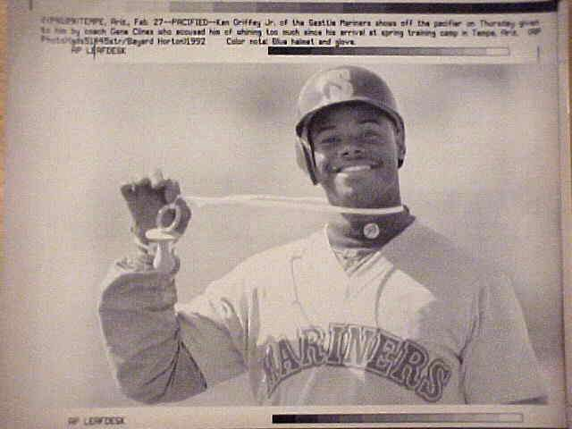 WIREPHOTO: Ken Griffey Jr - {02/27/92} 'Pacified' (Mariners) Baseball cards value