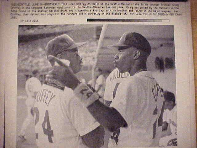 WIREPHOTO: Ken Griffey Jr - {06/09/91} 'Brotherly Talk' (Mariners) Baseball cards value