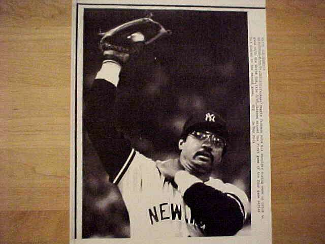 WIREPHOTO: Reggie Jackson - {08/29/81} 'Loosen Up' (Yankees) Baseball cards value