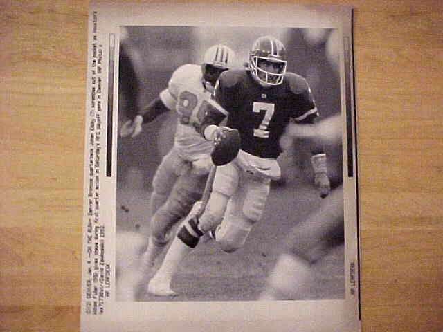 WIREPHOTO: John Elway - {01/04/92} 'On The Run' (Broncos) Football cards value