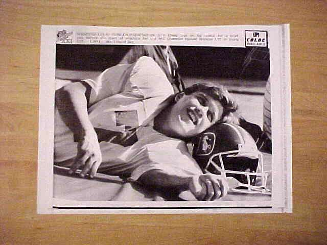 WIREPHOTO: John Elway - {01/21/87} 'Loosening Up' (Broncos) Football cards value