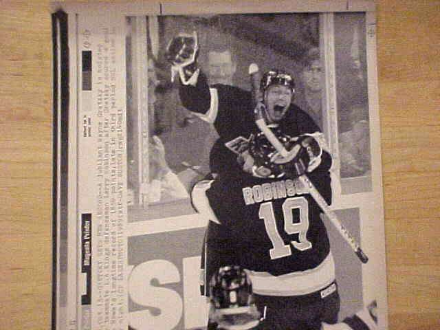 WIREPHOTO {Hockey}: Wayne Gretzky - {10/15/89} 'Sets New Record' (Kings) Hockey cards value