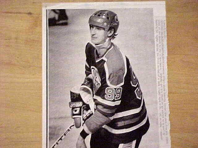 WIREPHOTO {Hockey}: Wayne Gretzky - {03/26/82} 'Two Hundred' (Oilers) Hockey cards value