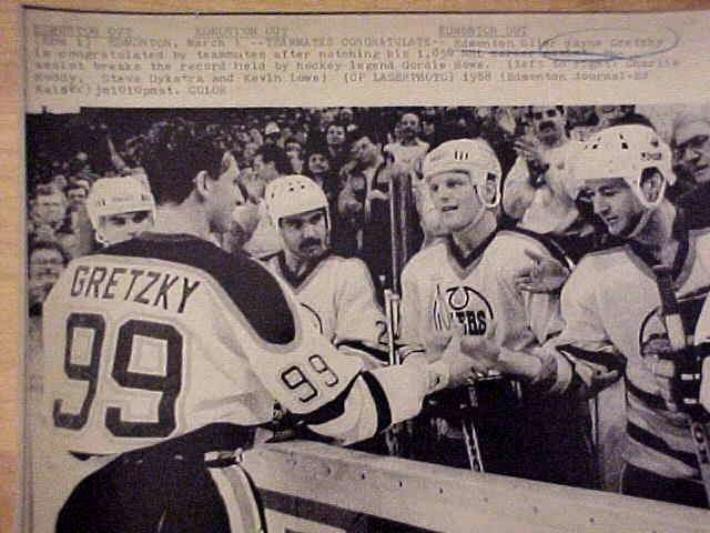 WIREPHOTO {Hockey}: Wayne Gretzky - {03/01/88} 'Big Time In Assists' (Oiler Hockey cards value
